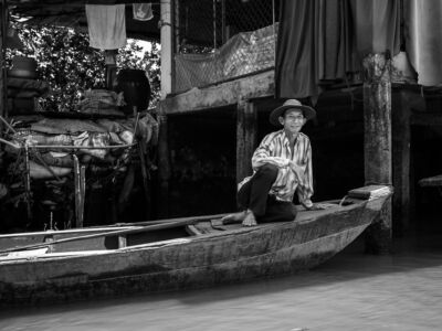 Vietnam Man i en longboat